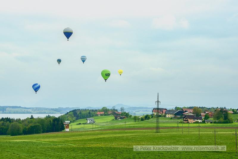 Heißluftballone über dem Wallersee