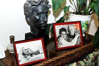 Frankreich, Riviera Côte d'Azur, St. Jean Cap Ferrat, Villa Santo Sospir, links im Bild Freunde der Hausbesitzerin Francine Weisweiller -  Eliette und Herbert von Karajan, rechts im Bild  Francine Weisweiller und Pablo Picasso